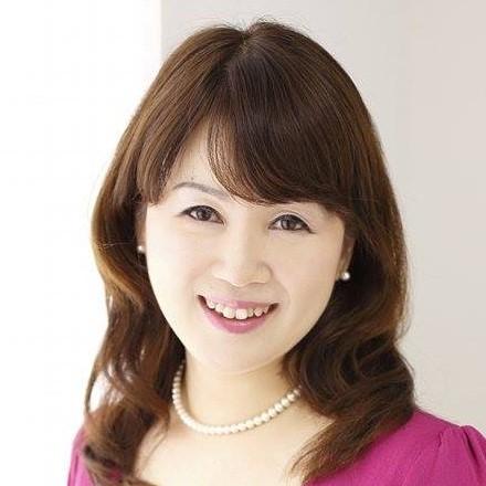 二本柳奈津子先生プロフィール写真(最新版胸部上)